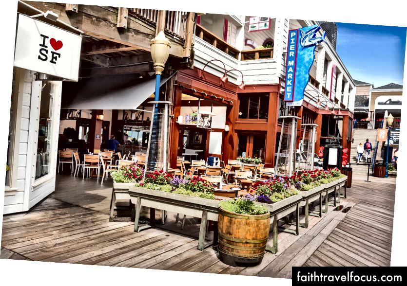 Nhà hàng hải sản chợ