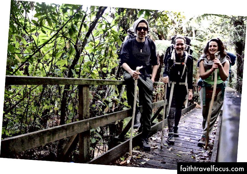 Команда Європа (Великобританія, Нідерланди, Італія) проходить прибережну доріжку Abel Tasman у Новій Зеландії. 4 дні походів, спати в хатах. СВОБОДА :)