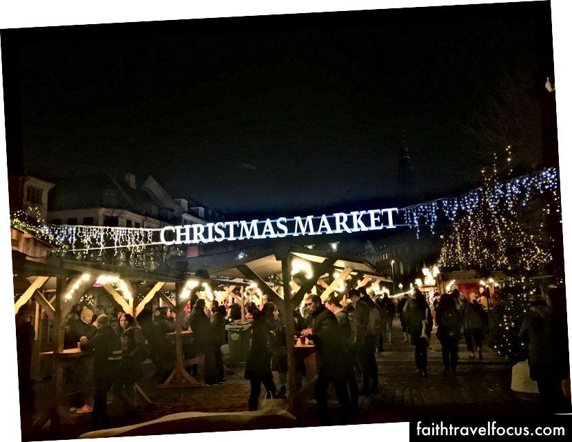 - nhưng điều đó làm cho thị trường Giáng sinh thậm chí còn đẹp hơn.