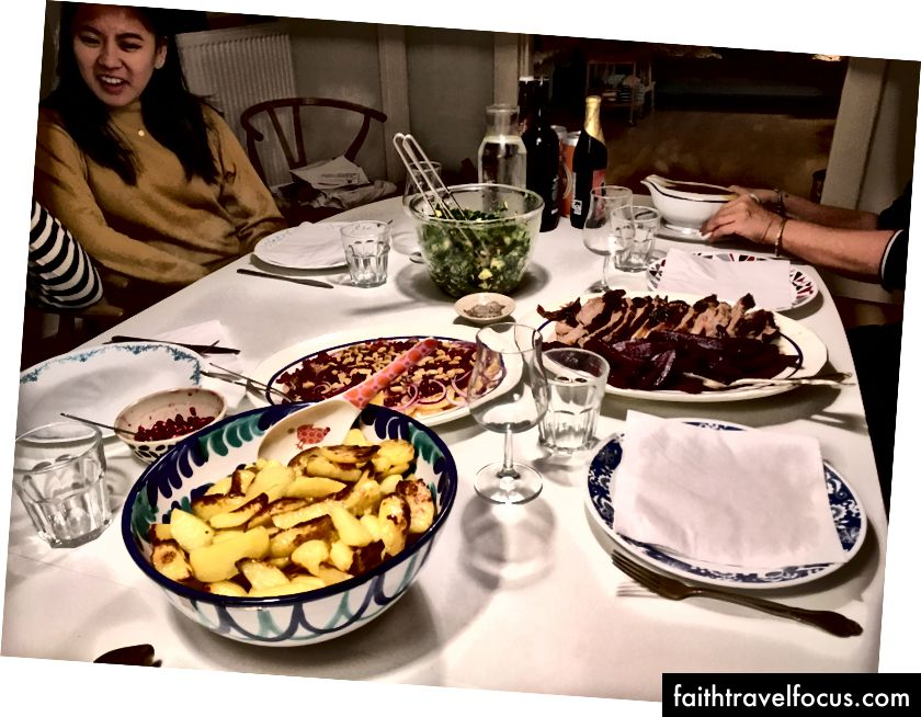 Sự lây lan mà Soren và Lina đã nấu cho chúng tôi vào ngày cuối cùng của chúng tôi. Đừng lo lắng, Fiffi phải ăn đồ ăn thừa.