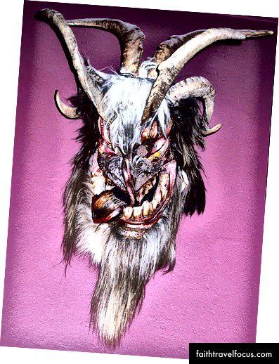 Перхтська маска (зображення Маттіаса Кабеля)