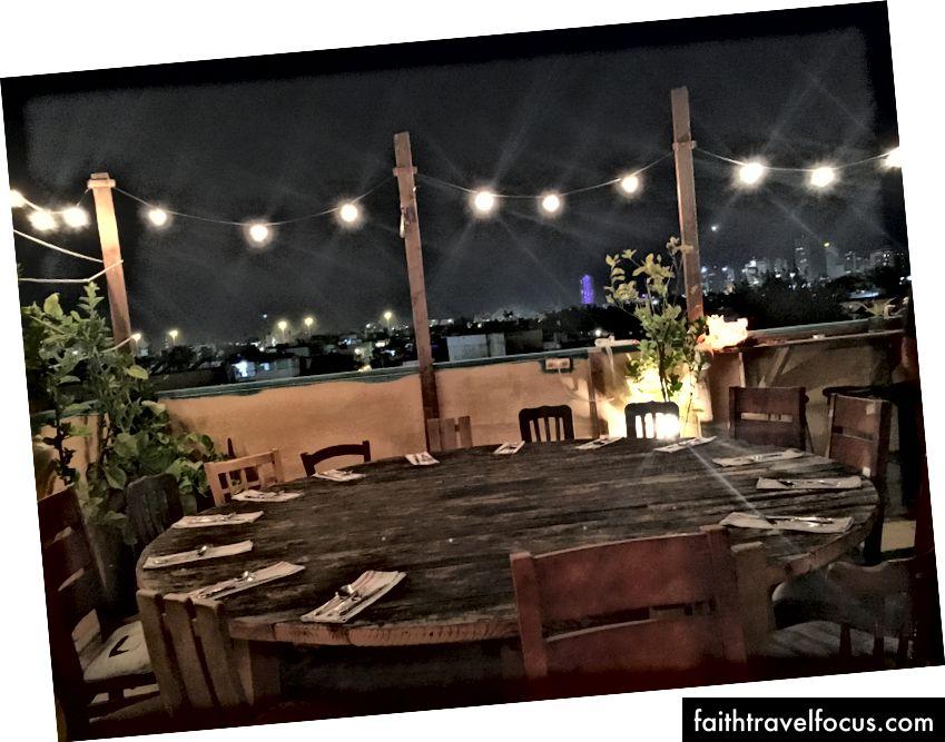 Вечеря п'ятниці Шабат на даху під зірками