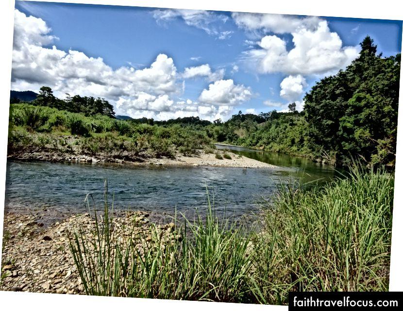Ми зупинилися для купання у річці свіжій з гори.