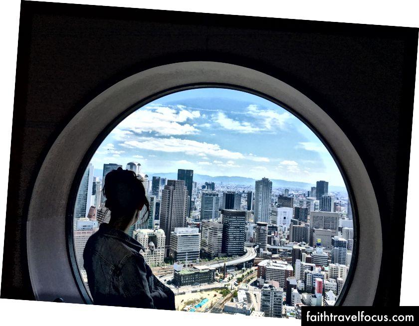 Quang cảnh từ tòa nhà Umeda Sky ở Osaka