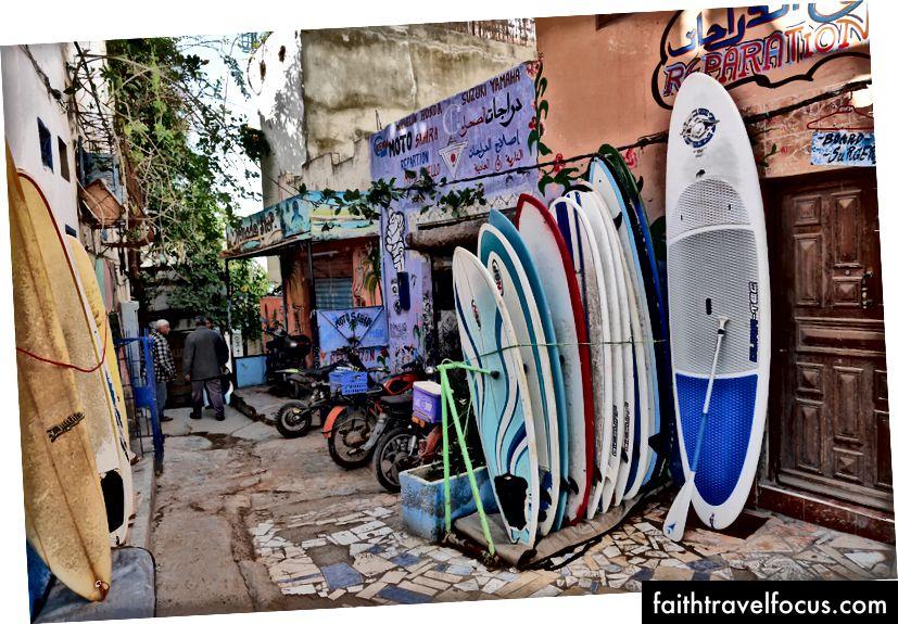 Серфінг в Тагазуті, Марокко.