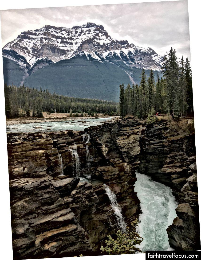 Hồ móng ngựa và thác Athabasca