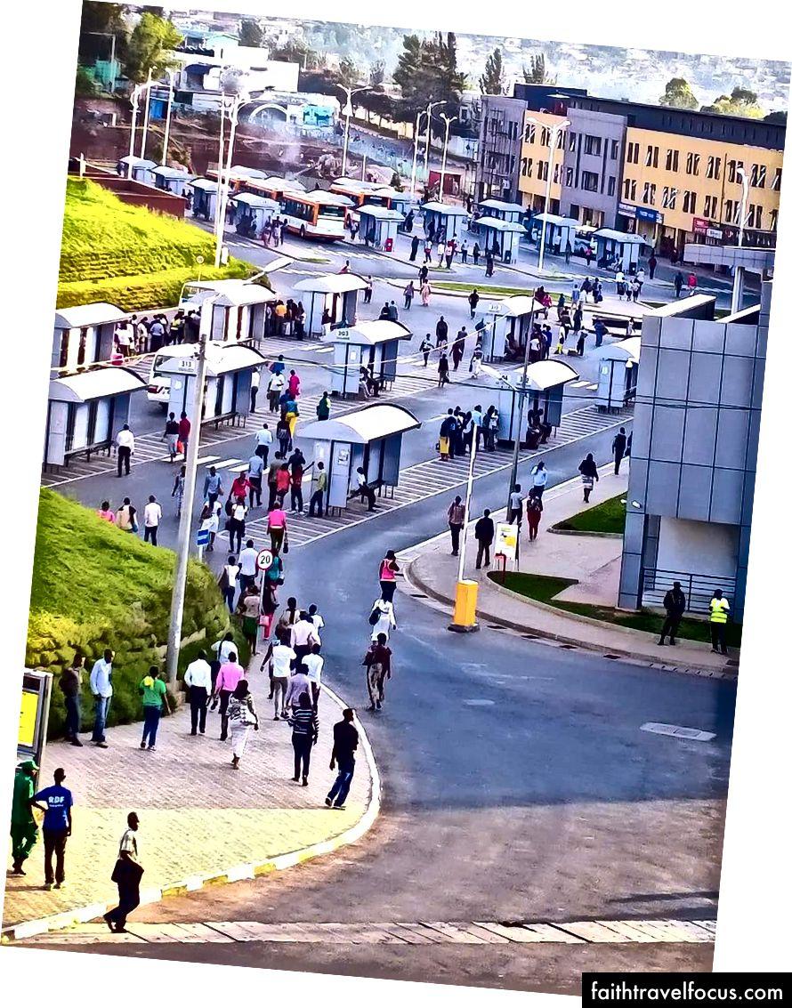 Автовокзал громадського транспорту в Кігалі, Руанда