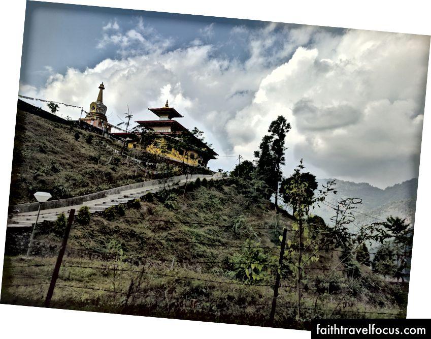 Bị bắt từ xe buýt trên đường đến Thimpu.