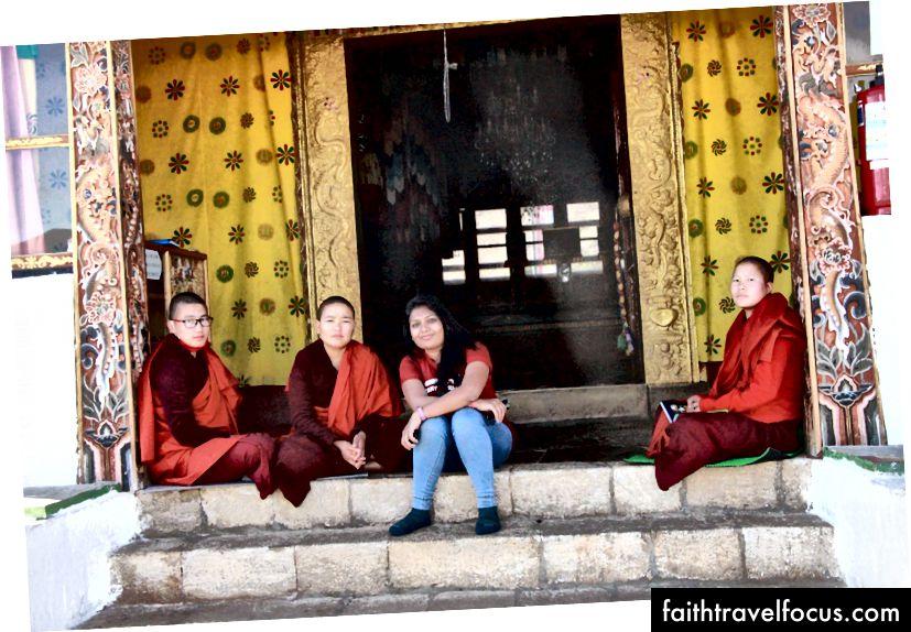 Với các nữ tu @The Sangchhen Dorji Lhuendrup Ni viện