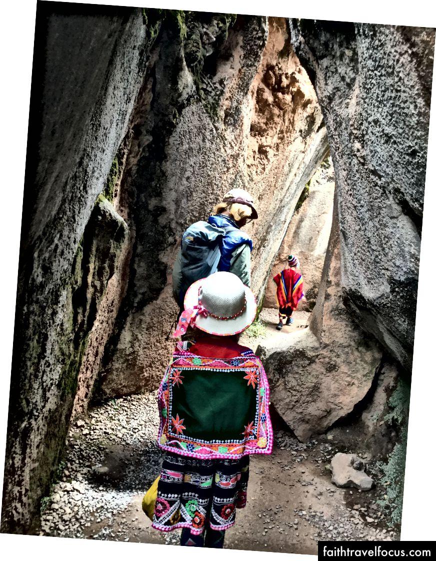 Một đường hầm ở đền Qenqo
