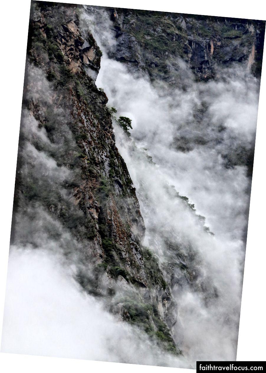 Những con dốc mù sương trên dòng sông Apurimac.