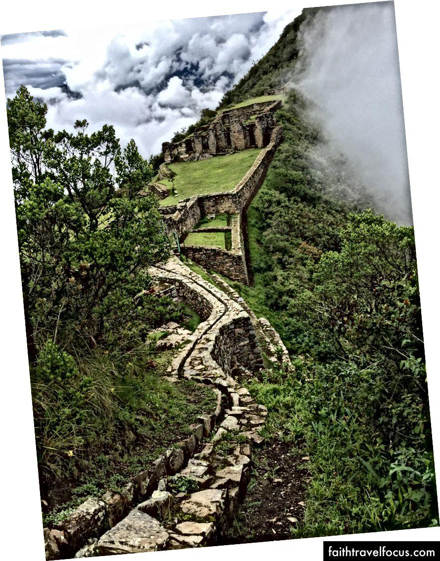 Máng nước trong tàn tích Choquequirao