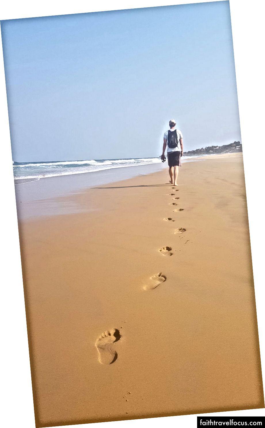 Тривала прогулянка по пляжу Тофіньо.