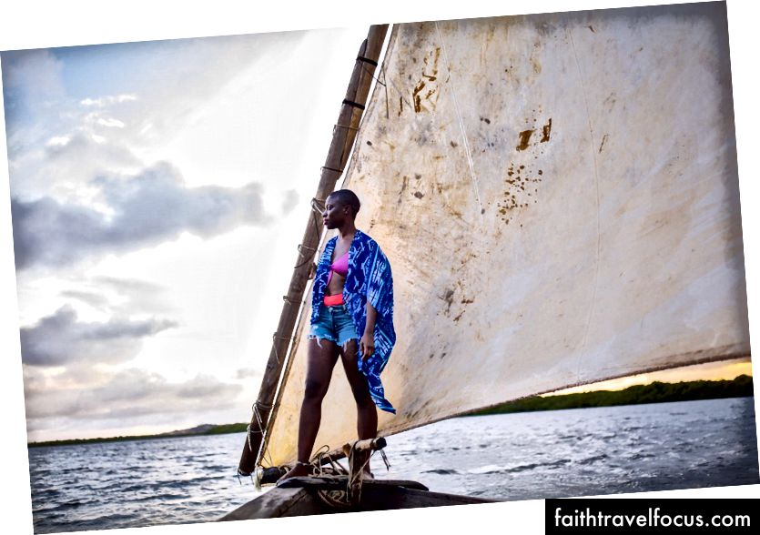 Захід на човні на заході сонця на традиційному човні Dhow у Ламу - це ідеальний спосіб закінчити день. (Фотографія: Джеймс Ентоні для @globaljetblack)
