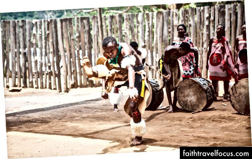 Традиційні танцівники у Свазіленді (Фото: Джессіка Набонго)
