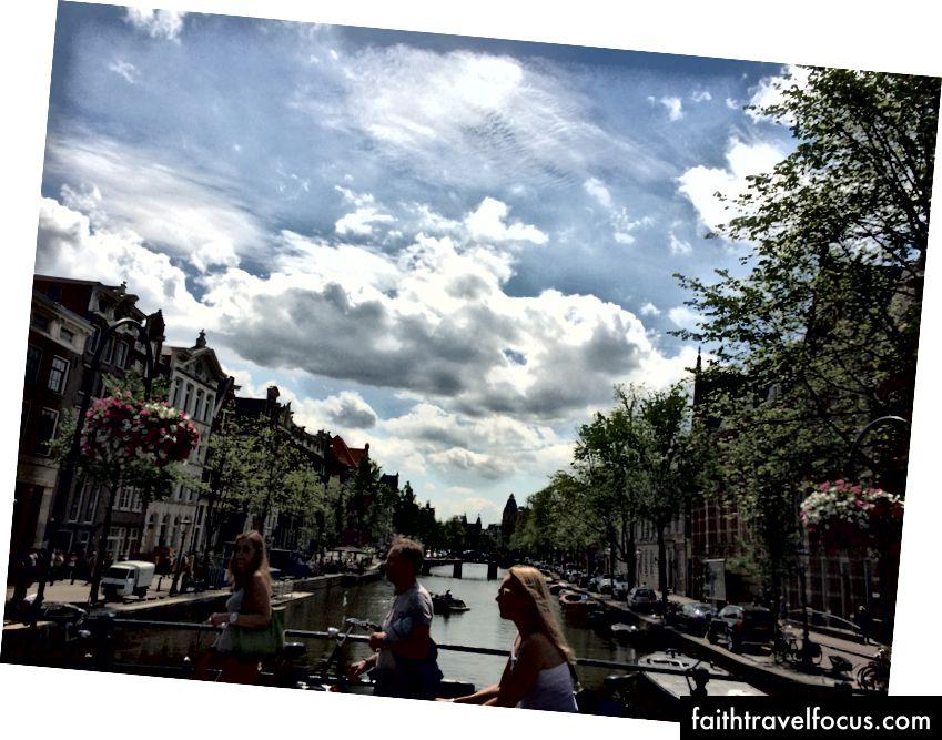 Амстердам - це коротка поїздка на поїзді