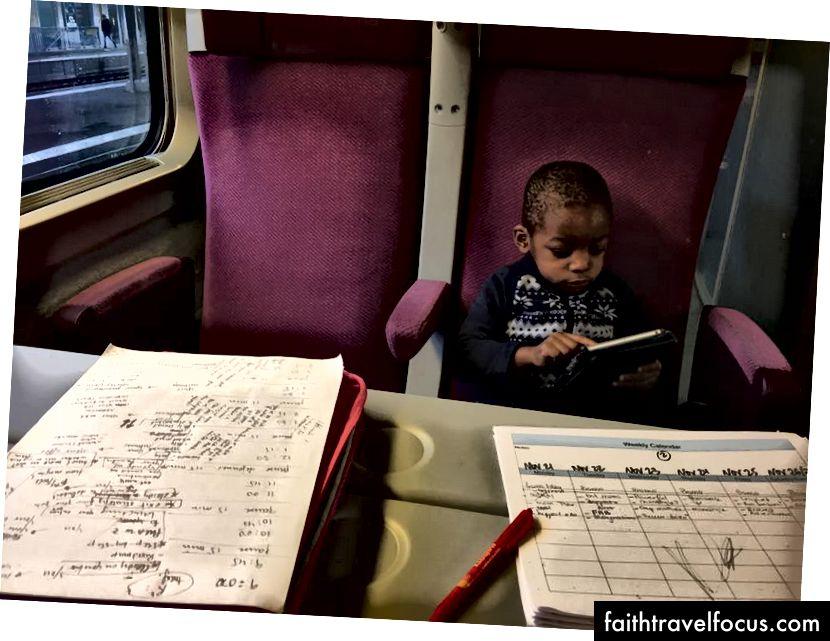Працюю над моїм вмістом у поїзді між Женевою та Парижем