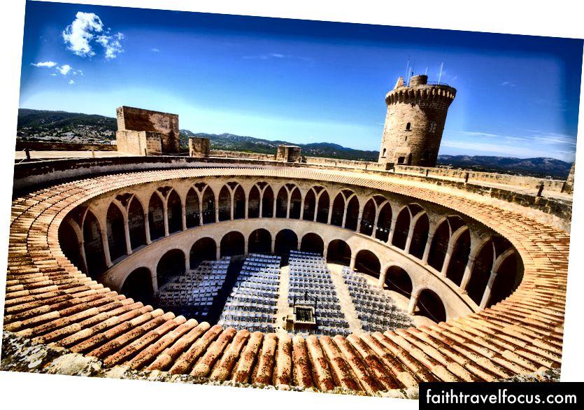 Lâu đài Bellver, Palma, Mallorca | © Rolf E. Staerk / Shutterstock