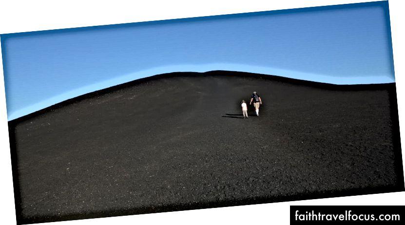 Giáo dục xảy ra. Miệng núi lửa của Đài tưởng niệm Quốc gia Mặt trăng, miền nam Idaho.
