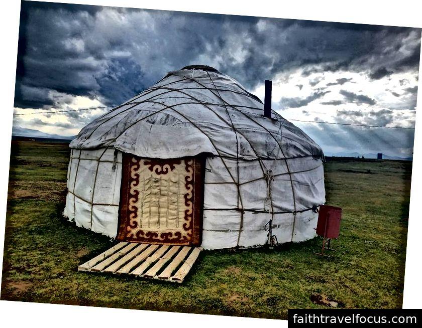 Nếu tôi đang sử dụng phương pháp taxi và khách sạn, tôi sẽ không bao giờ biết được niềm vui của việc sống trong một yurt.