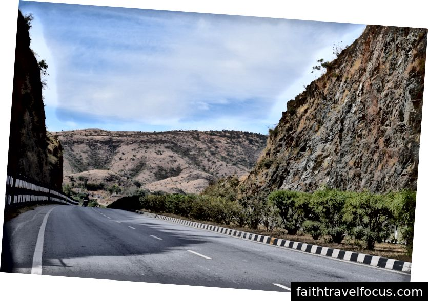 Chúng tôi đón chiếc xe Zoom đặt trước lúc 9 giờ sáng và bắt đầu Hành trình tới Jhodpur.