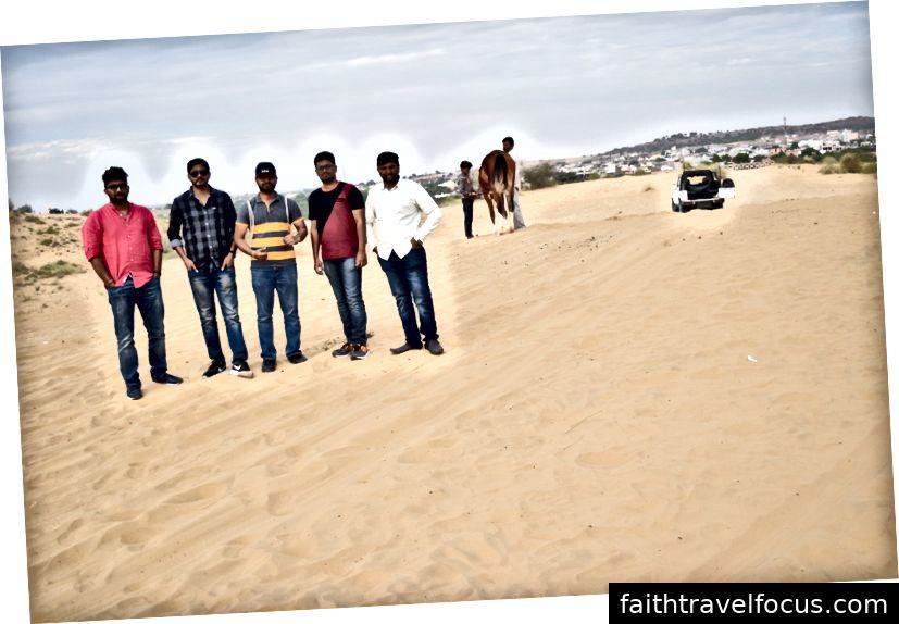 Chúng tôi đỗ xe ở căn cứ và đã đến lúc phải hồi hộp trên những chuyến đi trên sa mạc.