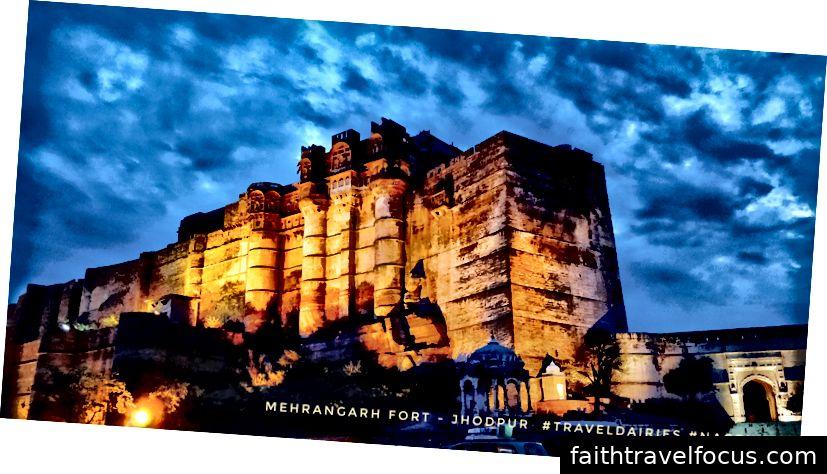 Mehrangarh Fort giữ niềm tự hào về vị trí ở Jodhpur vì kiến trúc lộng lẫy và lịch sử đa dạng gắn liền với nó. Được coi là một trong những pháo đài ghê gớm và tráng lệ nhất của Rajasthan, pháo đài Mehrangarh được Rao Jodha xây dựng vào năm 1459. Pháo đài nằm trên một khu vực rộng 5 km và được xây dựng trên ngọn đồi cao 125 m ở ngoại ô thành phố Jodhpur.