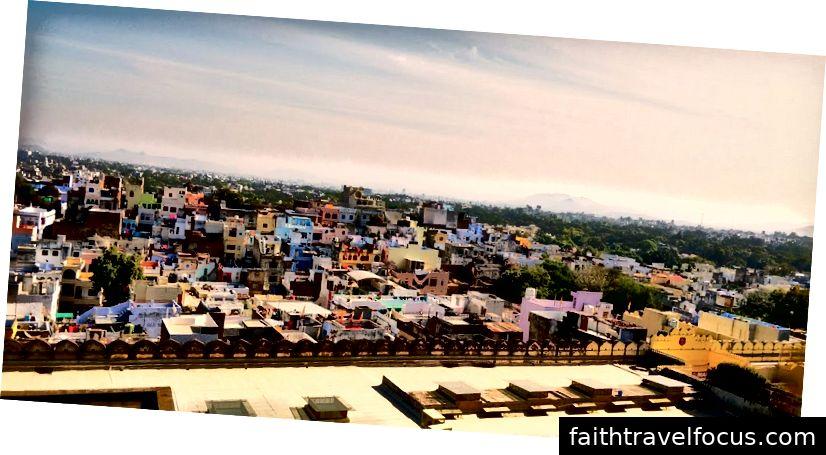 Quang cảnh thành phố Udaipur từ bên trong Cung điện