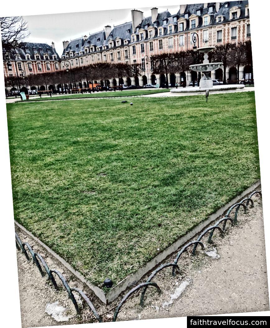 Des Vosges'i yerleştirin. Fragments'dan kahve alın ve buraya yürüyün.