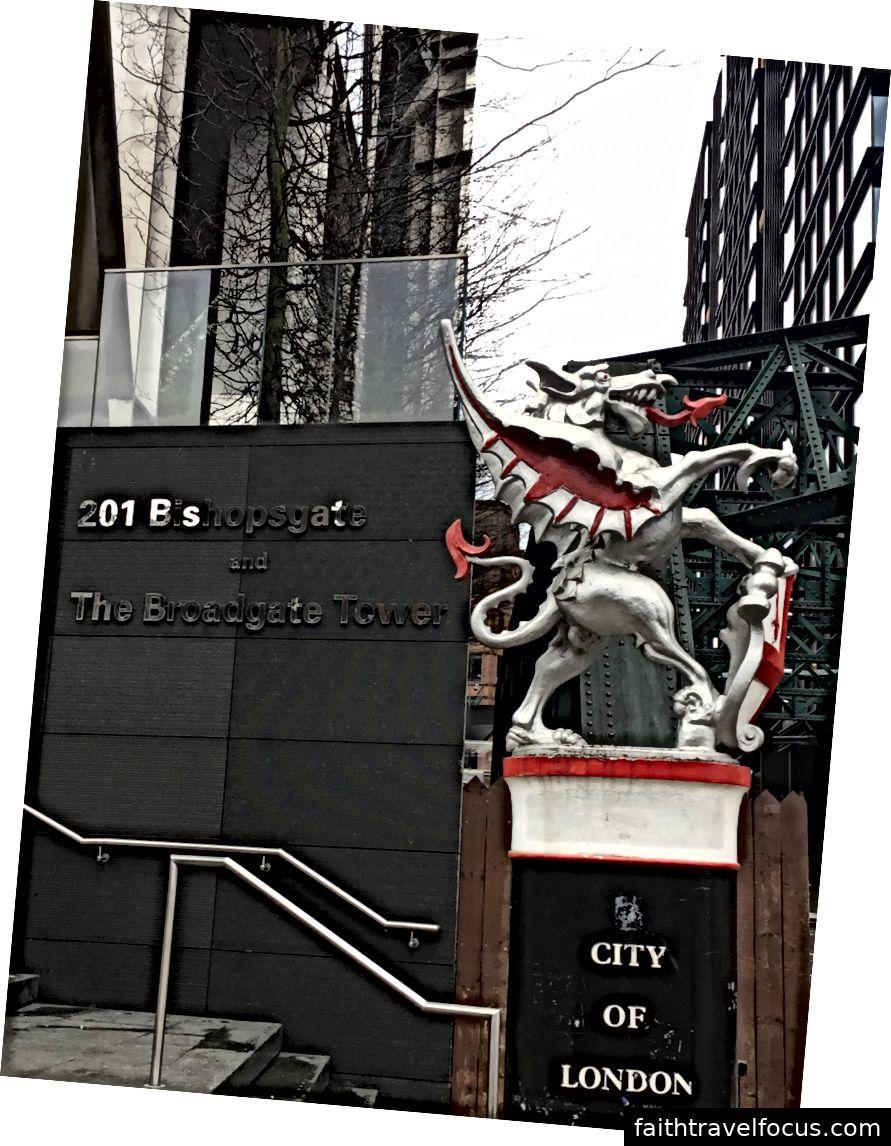 Rồng bạc bảo vệ thành phố Luân Đôn