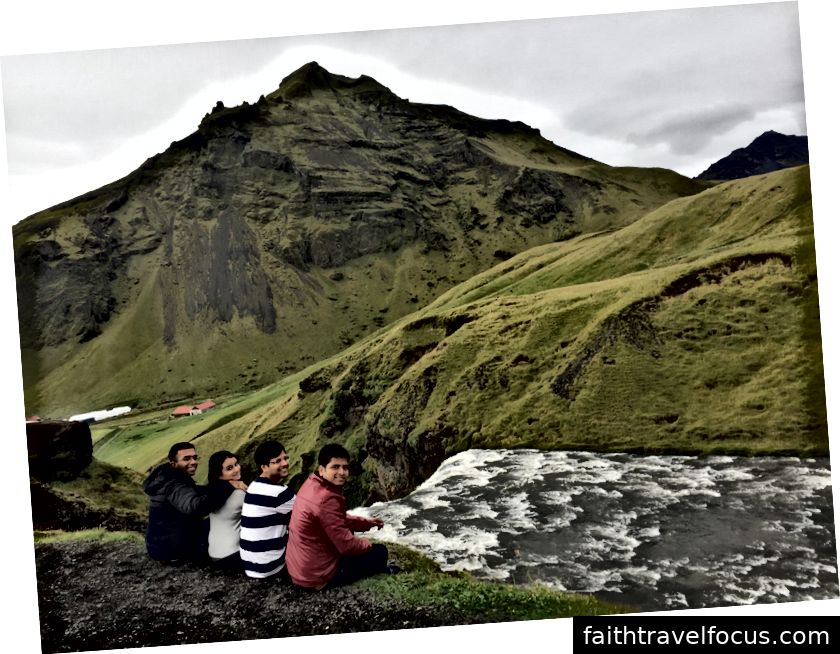 На вершині цього величного водоспаду