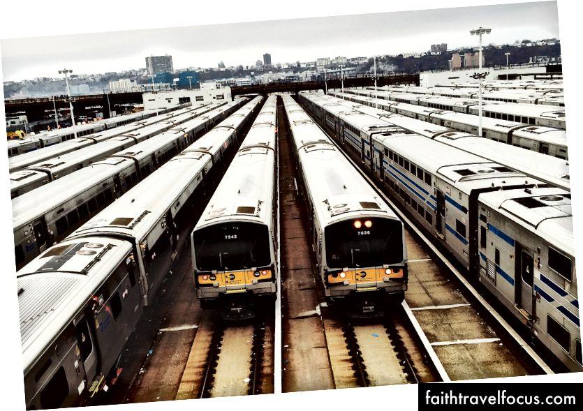 Vlak 7636. (Foto Maxim Melnikov na Unsplash)