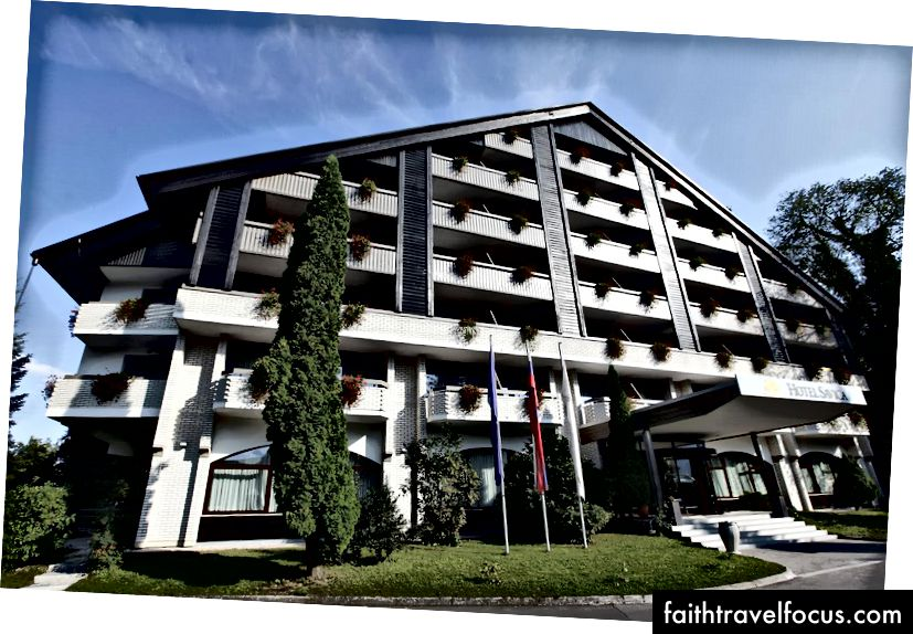 Lối vào khách sạn Savica