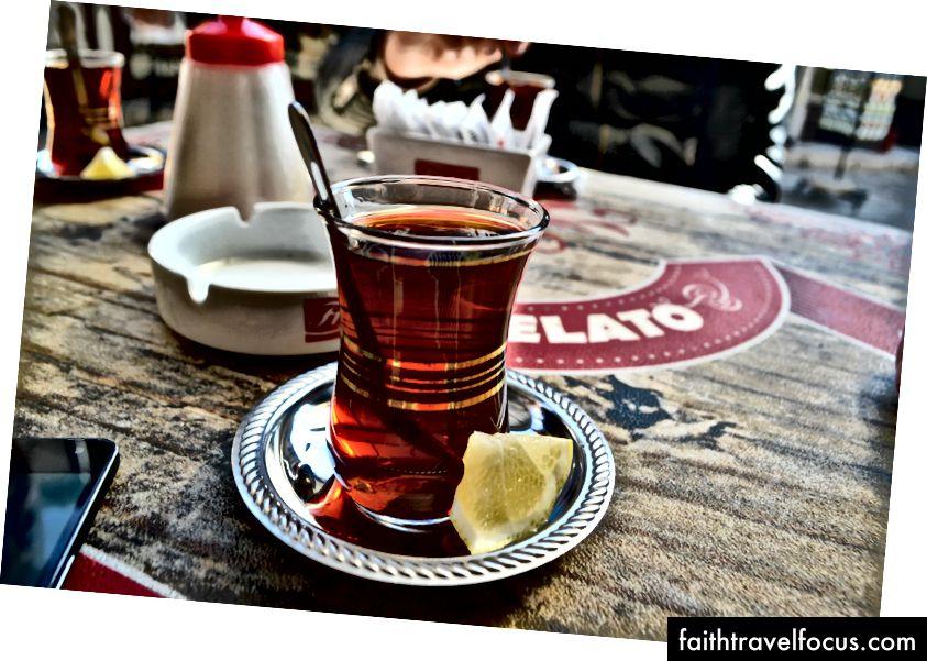 Hãy dễ dàng, ngồi xuống, uống trà Thổ Nhĩ Kỳ, cuộc sống rất tốt