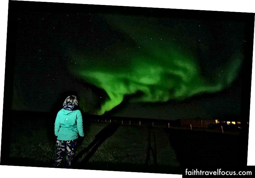 Hava soğuktu, ancak Işıkları yukarıda belirtilen katmanlarda izlemeyi başardım. Eylül 2017 - Kuzey İzlanda - Photo by Derek.