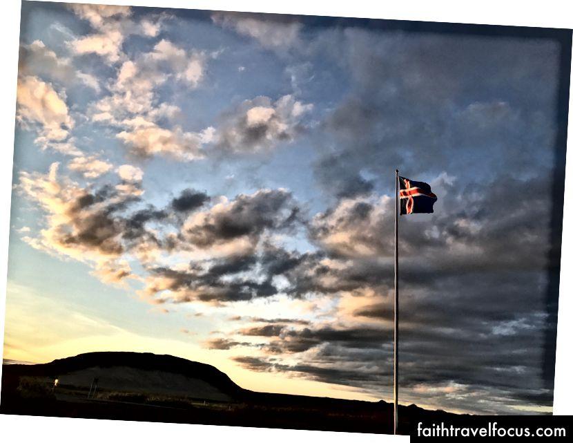 Solnedgang forekommer rundt 23.00 i juli - Sør-Island - Foto av meg.