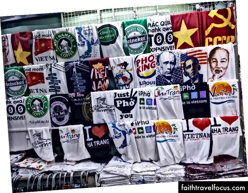 Nha Trang konumundaki Tişörtler