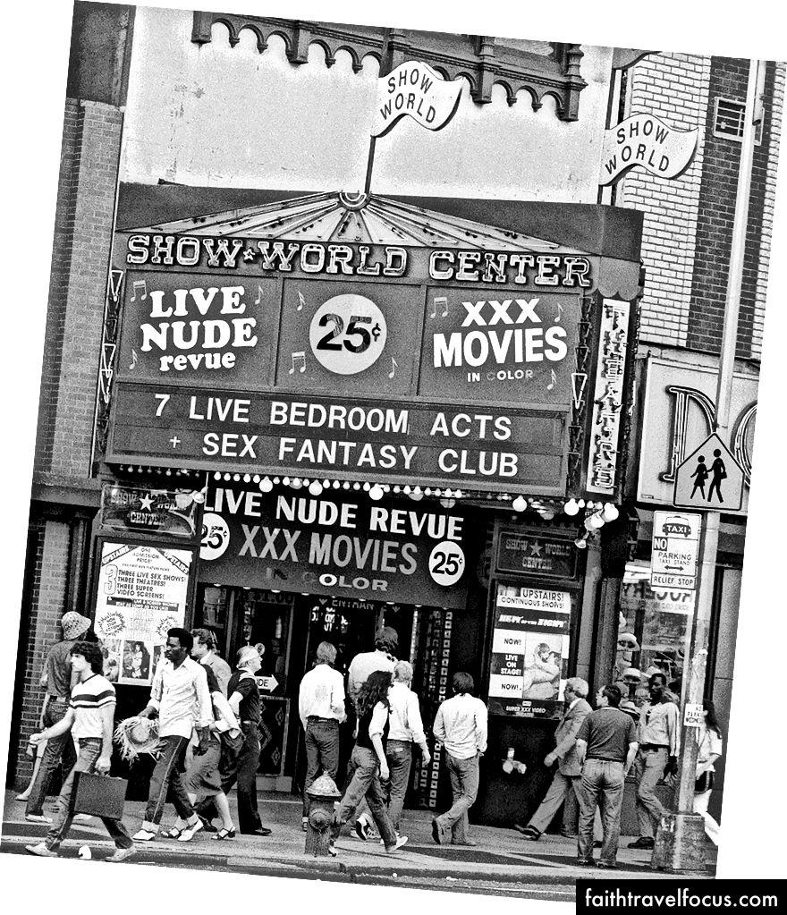 Show World Center на 669 Восьмій авеню та 42-й вулиці - найвідоміший секс-емпоріум району Таймс-Сквер | © Г. Пол Бернетт / AP / REX / Shutterstock
