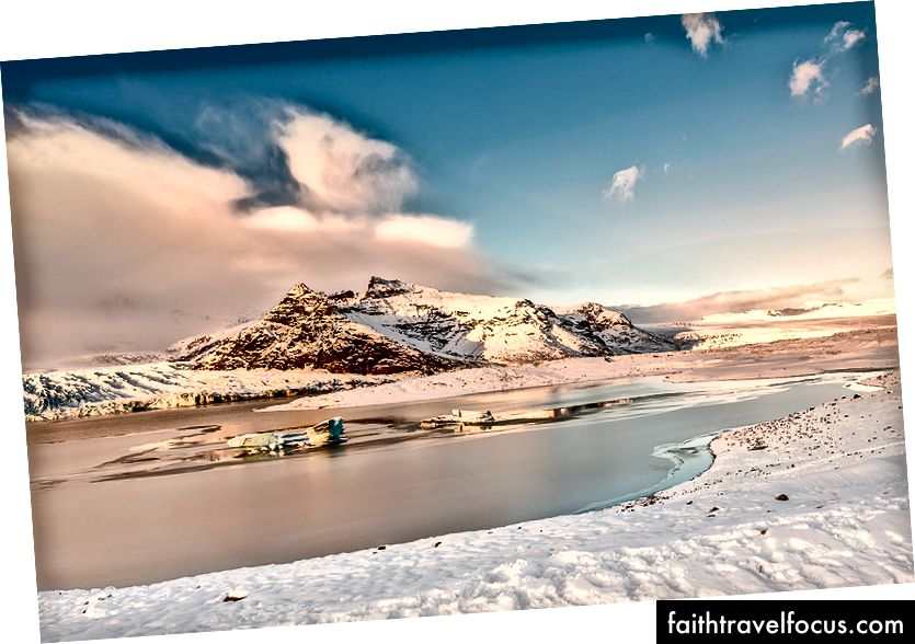 Айсберги в льодовиковій лагуні на заході сонця, Джокульсарлон