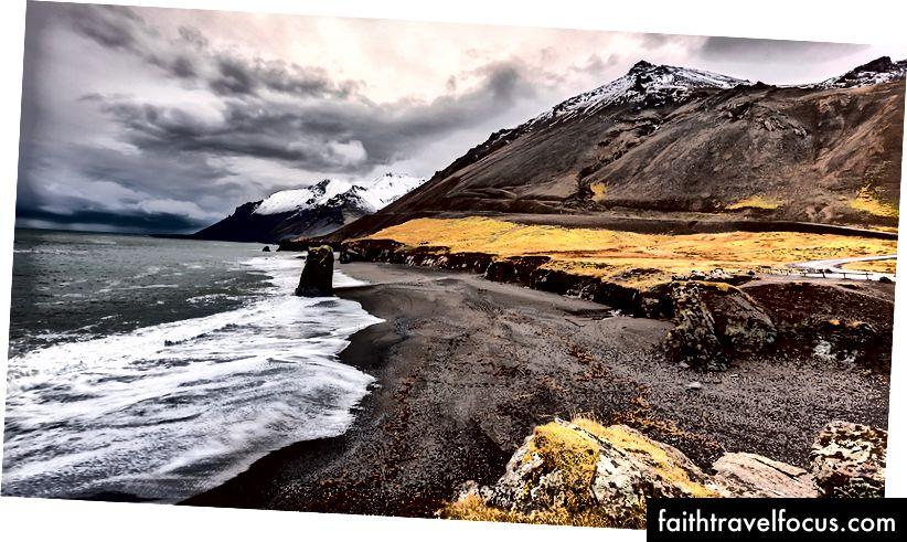 Гора Ейстрахорн і скеля Стапавік на пляжі з чорним піском, Höfn