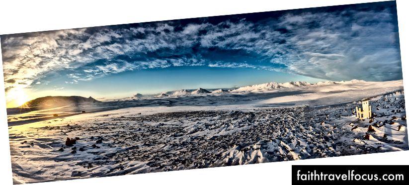 Панорамний вид на місце біля шосе