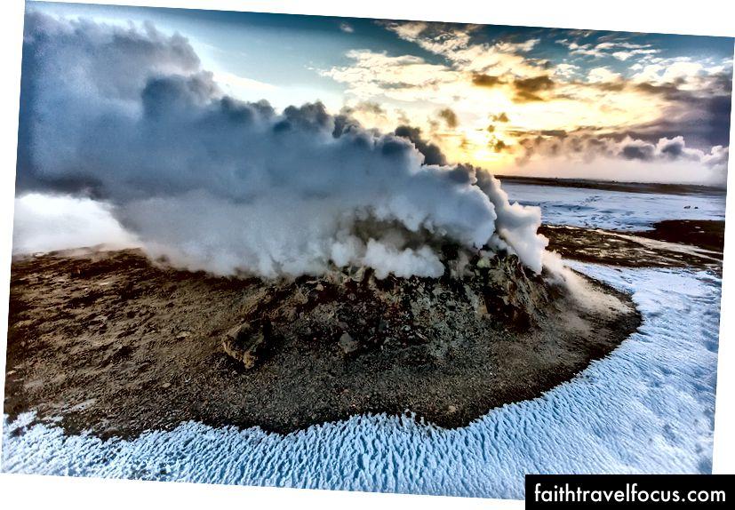 Схід сонця на гарячих джерелах Hverir