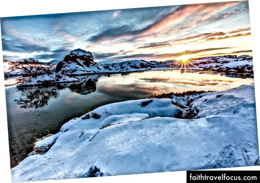 Захід сонця на озері Міватн, Класар