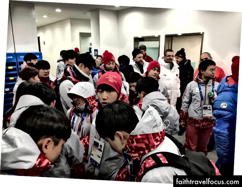 Đám đông trong Nhà kết thúc ngay sau khi cuộc thi kết thúc.
