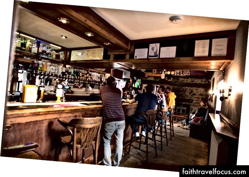 Mormond Inn (Strichen) - Chó được phép vào quán bar và trên sân thượng (không phải trong nhà hàng)