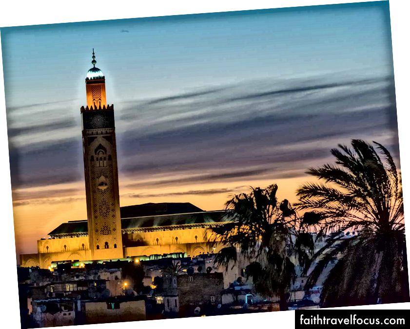 Nhà thờ Hồi giáo Hassan II ở Casablanca là nhà thờ Hồi giáo cao nhất thế giới với chiều cao 690 ft.