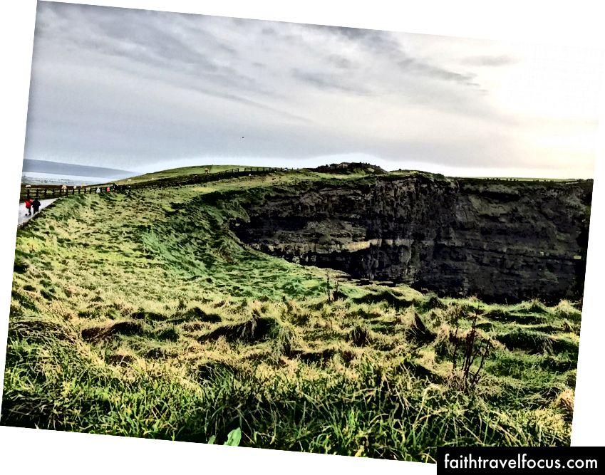Vách đá Moher ở Ireland.