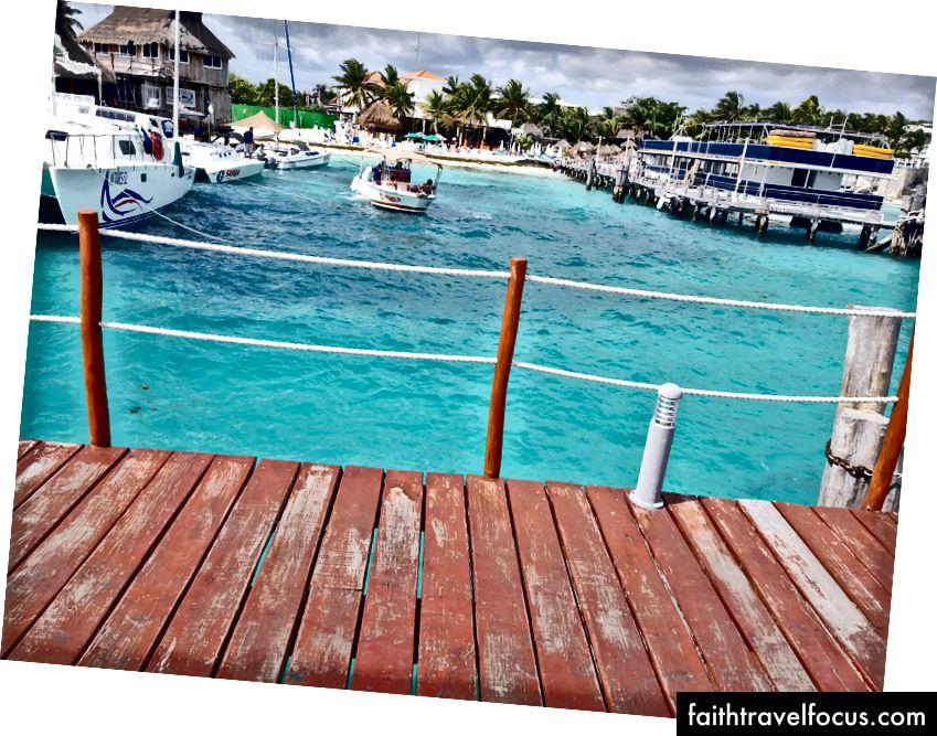 Vùng nước màu ngọc lam trong vắt của vùng biển Caribbean. Tại Playa Tortugas ở khu Cancun Cancun Hotel.