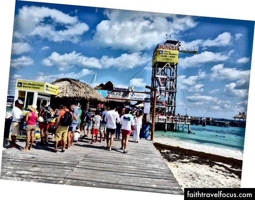 Bến tàu trên Playa Tortugas, nơi phà đến Isla Mujeres rời đi.