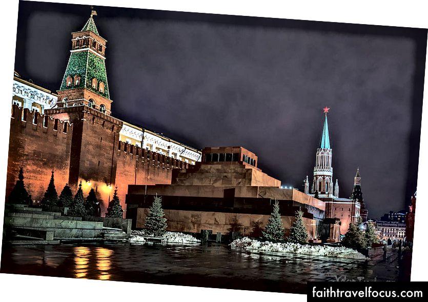 Lăng Lenin Khai thu hút đông đảo khách hành hương hàng năm | Lăng Lenin | © Valeriy1960 / WikiCommons